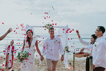 Bali beach wedding by Bali Moon Wedding