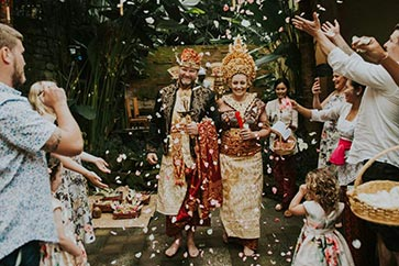 Balinese blessing ceremony by Bali Moon Wedding